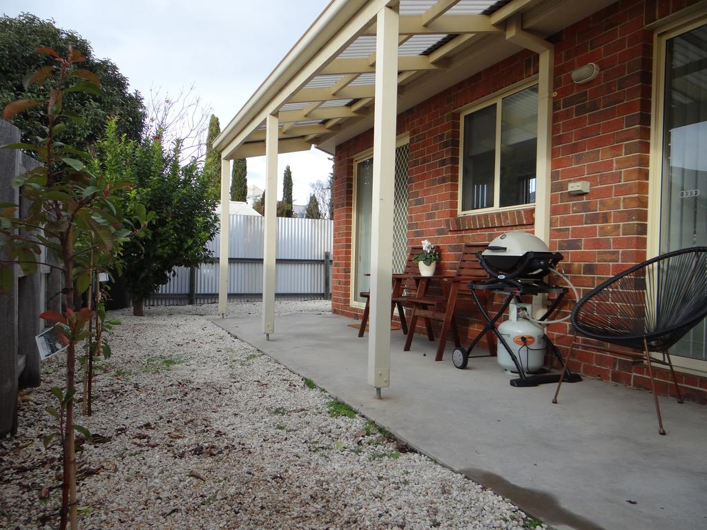 horsham_central_stay_side_view